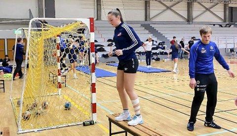 Helena Arnesdatter Skatland har to treinger på skolen hver dag. Handballspilleren stortrives med sin nye hverdag på NTB i Bodø. Foto: NTG