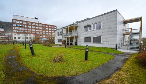 Selfors gamle sykehjem ligger inntil sykehuset i Rana, og det er også forbindelse mellom bygningene. 10. desember 2020 vedtok et enstemmig styre i Helgelandssykehuset å ta imot tilbudet fra Rana kommune og kjøpe bygget for fem millioner kroner. Nå starter jobben med å tilpasse det til sykehusets behov.