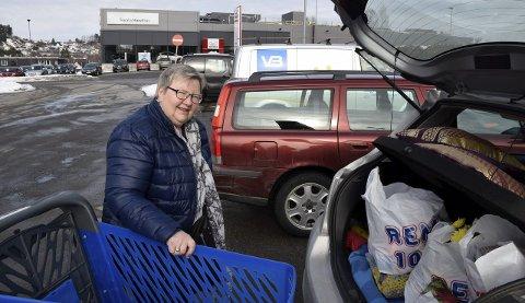 Annelise Jordan Johnsen benyttet anledningen til å kjøpe smågodt til barna før påske.