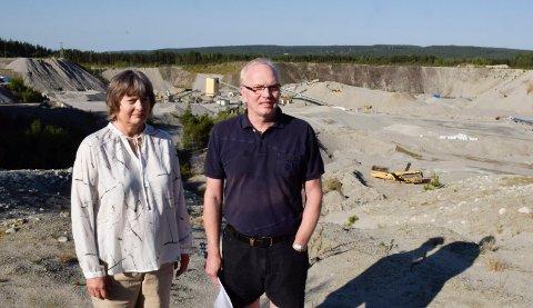 STERKT BERØRT: Asbjørn Granheim og Vigdis Braaten blir sterkt berørt av utvidelsen av Hensmoen grustak.