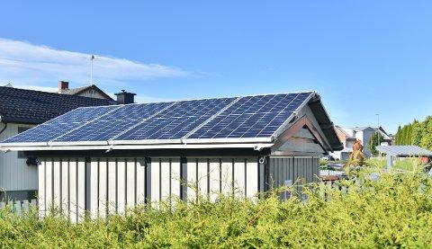 DEN FØRSTE AV MANGE: Her er den første digitale nettstasjonen i Hønefoss. Ringerikskraft er blant de første i landet til å ta i bruk teknologien.