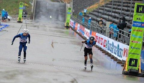 JEVNT: Lite skilte Ludvig Søgnen Jensen (f.v.) og Kristian Ankersen da de to møttes i finalen under supersprinten i Oslo Skishow torsdag.