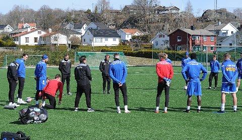 POSITIV: En av spillerne i Sandefjord fotball har testet positivt på korona på en hurtigtest. Nå er resten av troppen i karantene til klubben får svar på PCR-testen av spilleren.