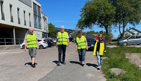 NATTERAVNER: Jon Folkvord (f.v.), Terje Larsen, Åse Hanne Kristensen og Irja Bergh ønsker flere voksne som natteravner i Stokke.