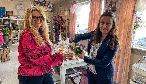 ÅPNET MANDAG: Nina Pedersen (t.v.) og Cathrine Nilsen åpnet dørene mandag.