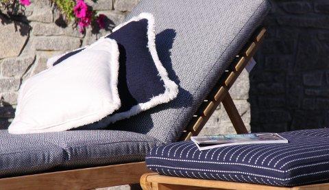 Utendørstekstilene kan kantes med frynser og rulor som også tåler sol og fukt.