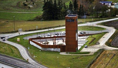 Solbergtårnet blir nå lyssatt for å fremme det unike området i Skjeberg.