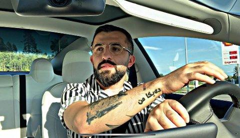YOUTUBER: Daved Bezar (27) filmer hverdagen med venner og familie. Nå har han over 40.000 følgere på sosiale medier.