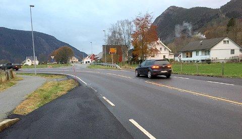 Kryssinga av Riksveg 13 i Årdal skal gjerast sikrare, føreslår Statens vegvesen.