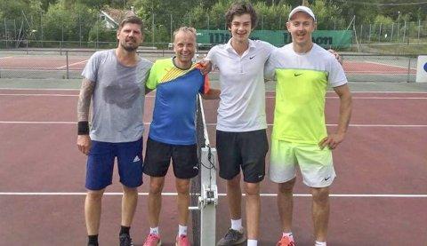 DOUBLE: Fra høyre. Anders N Haagenrud, Thomas Solberg, Audun Kleven og Espen Smedberg. Foto Svelvik Tennisklubb
