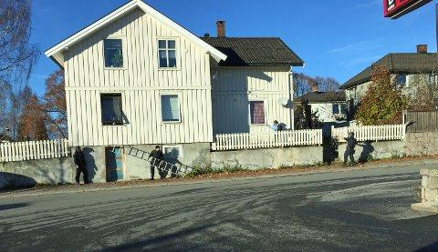 Store politistyrker rykket ut til boligen på Nylende torsdag ettermiddag.