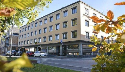 SOLGT: Det såkalte SKK-bygget i Porsgrunn er solgt til en gruppe investorer som skal ombygge eiendommen til leiligheter og næringslokale. FOTO: Ellen Esborg