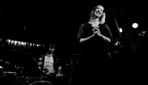AKTUELT: Ellen Marie Løkslid bor for tiden i Larvik, og røper at hun har funnet seg en heddøl, og at etterhvert er tanken å komme seg hjemover igjen. Bildet er tatt under en konsert for noen år siden.