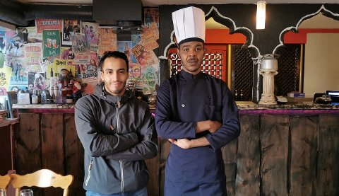 Hudaifah Cedra Kaddour. og Younes Rbah vil bidra med gratis mat til samfunnets helter i påsken.