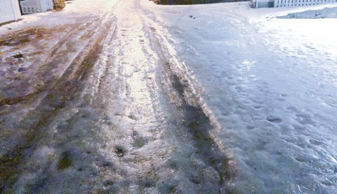 Det meldes om svært glatte veier flere steder i Møre og Romsdal. Politiet ber folk om å kjøre forsiktig.