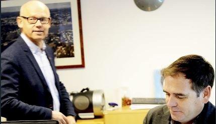 FORNØYDE: Styreleder Hans Hilding Hønsvall (t.v.) og daglig leder Andreas Gillund er glade for at gjenvinningskjempen Ragn-Sells kunne ta over tømmeoppdraget i Vestfold på kort varsel