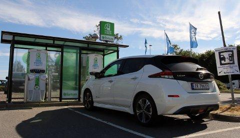 Totalt for hele landet må det komme på plass 5000 ladepunkter i løpet av de neste seks til syv årene. I tillegg krever nye elbiler med større batterier, kraftigere ladere. (Foto: NAF)