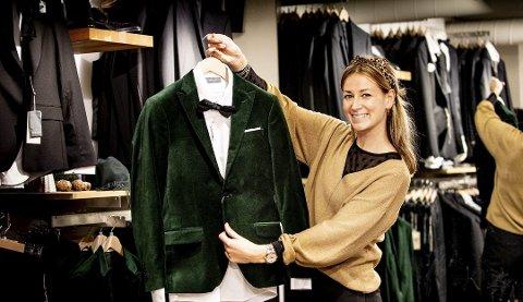 Snygg! Elin la sin elsk på denne mosegrønne velurjakka. – Menn trenger ikke alltid velge svart, brun eller grå dress. Hvorfor ikke prøve en med farge?