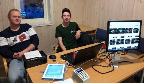 Sekretariatet ved Amund Gultvedt (17) og Marius Pung (16) koordinerte påmeldingene.