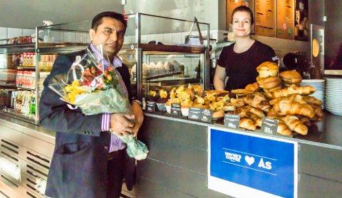 Endelig kunne de åpne: Franchisetaker Shaid Jamil sammen med daglig leder Katrine Heimdal.