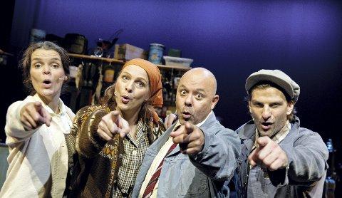 COMEBACK: Yvonne Algrøy, Helga Golten, Cato Jensen og Claus Sellevoll har suksess med sitt nye show om strilekulturen. Foto: Pressefoto