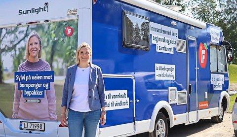 KOMMER: Partileder i Fremskrittspartiet, Sylvi Listhaug, gjester Vikersund med bobilen sin førstkommende mandag. Hun ser frem til å snakke med moingene om politikk og årets valg.