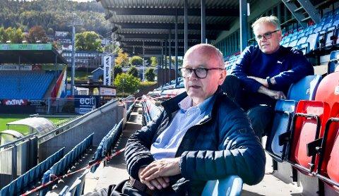 Ivar Strømsjordet er styreleder i SIF, og Dag Lindseth Andersen (bak) er daglig leder. Mandag er det møter om beskyldningene mot trener Henrik Pedersen.