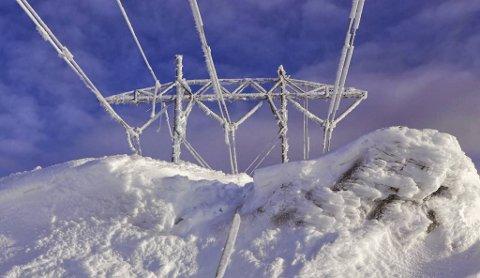 Kaldt vintervær og stor etterspørsel etter strøm gjør at prisene er rekordhøye, særlig på enkelte tidspunkt på dagen. En ti minutter lang dusj kan i dag koste deg 20 kroner, anslår eksperter.