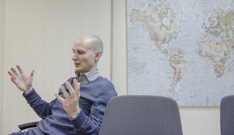 SMITTE: Ein person som jobbar i Tibber ved Peak Sunnfjord har testa positivt for koronavirus, stadfestar dagleg leiar Edgeir Vårdal Aksnes. Bedrifta har sett iverk tiltak for å hindre smittespreiing.