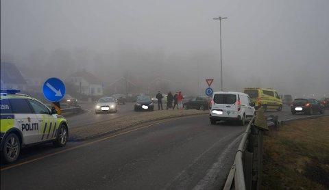 Ulykken inntraff i rundkjøringen ved Østfoldhallen fredag ettermiddag.