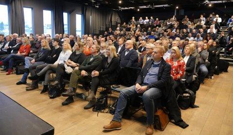 Nesten fullsatt: Arealplanen er Fredrikstads viktigste styringsdokument de neste 12 årene, og det var ikke mange ledige plasser i storsalen Egalia i Litteraturhuset onsdag morgen. (Foto: Øivind Lågbu)
