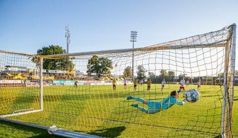 Her scorer Nicolay Solberg sikkert på straffespark og sender FFK i ledelsen 1-0.
