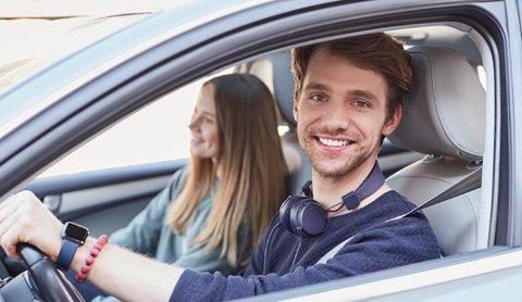 BEDRE SLIK: I trafikken er det tryggest å ferdes med alle sansene fokusert på omgivelsene for å reagere raskt i tilfelle en uforutsett situasjon.