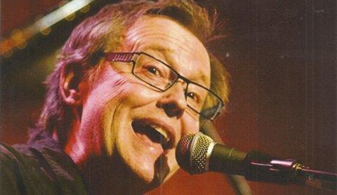 Per-Erik Hallin holder konsert i baptistkirka tirsdag kveld.