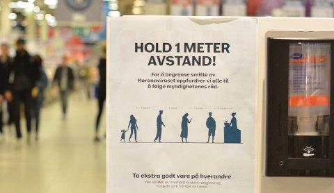 VIL HA KLARERE REGELVERK: FrP-politiker Anne Volle vil ha svar på  hvordan regelverket rundt smittevern som butikkene må forholde seg ser ut, og om det er enkelt å forstå og etterleve.