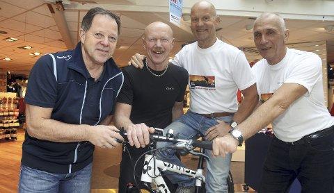 Aktiv mot kreft: Roy Larsen (61) fra Jaren (fra venstre), Sverre Berg (59) fra Roa, Arne Moksnes (59) fra Jaren og Tor Erik Seiersten (65) fra Moen legger i august ut på langtur til støtte for kreftsyke barn.
