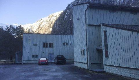 Nær Odda: Robert Straabø Melkeraaen meiner Fjæra ligg nær nok Odda sentrum til å trekke til seg turistar som skal til Trolltunga.