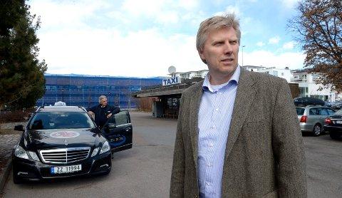 Erik Horn, daglig leder i Vestfold Taxi tilbyr gratis taxi til valglokalene.