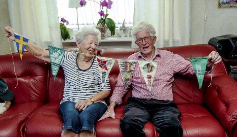 1: Solveig og Thorolv Soppekil holder opp vimplene de kjøpte i 1952. 2: Solveig har tatt seg en rast. 3: På ferja fra Langesund til Helgeroa. 4: I Sverige var det brede veier av brostein.
