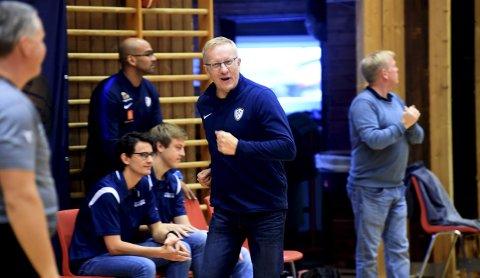 PÅ TABELLTOPP: Trener Sigurd Bognæs og Miners' basketdamer er fortsatt ubeseiret i serien.FOTO: OLE JOHN HOSTVEDT