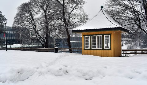 Stadig vekk er det noen som overnatter i Bergseminarets lysthus, og bruker toalettfasilitetene på Krona.
