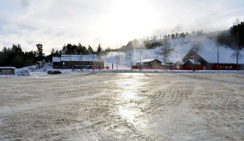 STOR PARKERINGSPLASS: Hendelsen skjedde på parkeringsplassen til Kongsberg skisenter.
