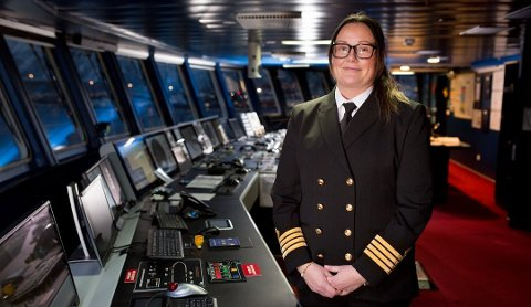 Første kvinnelige kaptein: Maryann Bendiksen ble historisk som den første kvinnelige kapteinen i Hurtigruten. Bildet er tatt i fjor i forbindelse med ansettelsen. Bendiksen er kaptein på MS Spitsbergen.