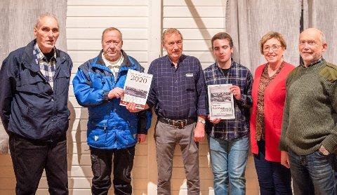 Fra høyre: Hermann Fjelltunn, Anne Merete Davidsen, Sander Krogh, Torstein Thomassen, Normund Leonardsen og Leif Erik Joakimsen i Eggum Bygdemuseum.