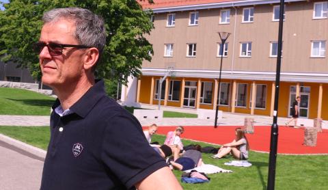 KVS: Rektor ved KVS-Lyngdal, Ståle Andersen gjør seg klar til å ta i mot elevene etter påskeferie.