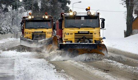 BRØYTEBIL: Totalt 20 brøytebiler er i drift for å få vekk snøen som har dalt ned fra oven de siste dagene. Arkivfoto.