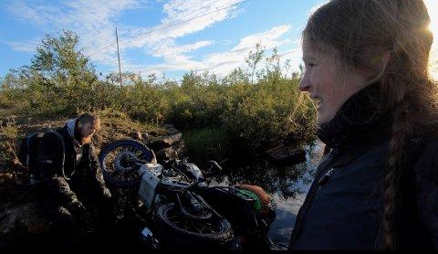 Kenneth Robertsen og Pia Hoel Solem har hele den alvorlige motorsykkelulykken på film. (Privat screenshot fra videoopptaket)
