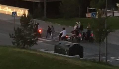 Denne typen kjøring reagerer flere beboere i Grilstad-området på. Videoen er tatt klokken 00.30, ifølge personen som har tatt videoen.