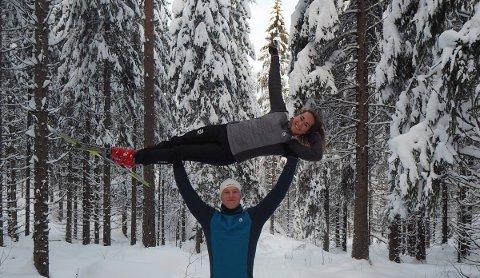 SPORTY: Simen Holm og Kristine Kjenne håper å inspirere lokalbeboere til fysisk aktivitet og treningsglede.