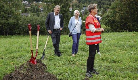 Sorg og glede: Prosjektleder Anne Brit Moen i Statens vegvesen snakket om å dele sorger og gleder da hun markerte anleggsstarten på E16 Bagn – Bjørgo fredag formiddag.  Foto: Ingvar Skattebu
